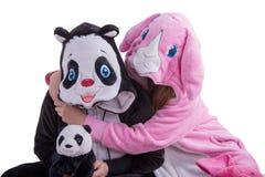 Panda och rosa färgkanin i studio Arkivfoton