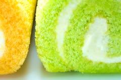 Pandan i Pomarańczowy smak rolki tort obrazy royalty free