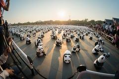 1.600 Pandapapiermacheskulpturen werden in Bangkok aufgewiesen Lizenzfreie Stockfotos