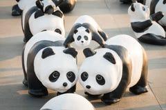 1.600 Pandapapiermacheskulpturen werden in Bangkok aufgewiesen Lizenzfreies Stockfoto