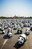 1600 pandas hacen campaña escaparate del comienzo en Sanam Luang Bangkok por WWF Foto de archivo