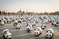 1.600 pandas mais papier - as esculturas do mache serão exibidas em Banguecoque Fotografia de Stock Royalty Free