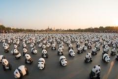 1.600 pandas mais papier - as esculturas do mache serão exibidas em Banguecoque Foto de Stock Royalty Free