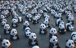 1600 Pandas+-Th, Document mache Panda's om 1.600 Panda's te vertegenwoordigen en voorlichting in conserv op te heffen Stock Foto