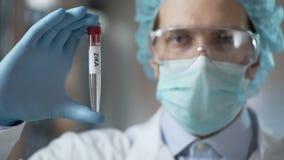 Pandemisk varning för Zika virus, rekommenderande vaccin för doktor, sjukdomförhindrande arkivfilmer