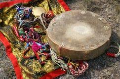 Pandereta y espejo del Shaman Foto de archivo libre de regalías