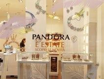 Pandora Jewelry Store i Rome, Italien Arkivbilder