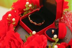 Pandora Ring con la flor decorativa Fotografía de archivo