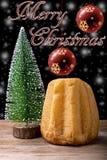 Pandoro y árbol de navidad Foto de archivo