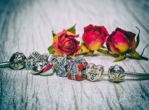 Pandory bransoletki biżuteria, retro styl Zdjęcie Stock