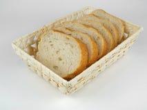 Pane affettato in canestro di vimini immagine stock libera da diritti