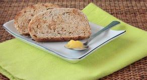 Pane affettato con i semi ed il ghi Fotografia Stock Libera da Diritti
