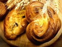 Pane al forno fresco con grano Immagini Stock