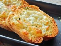 Pane all'aglio con formaggio Immagini Stock
