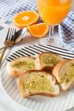 Pane all'aglio e orangejuice Immagini Stock