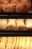 Pane appetitoso sulla vetrina Fotografia Stock Libera da Diritti