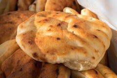 Pane arabo di tradizione - pita, al mercato della città fotografie stock