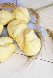 Pane bianco del forno sui precedenti bianchi Fotografia Stock