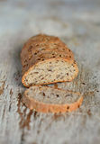 Pane casalingo del grano intero Immagini Stock