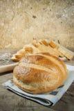 Pane casalingo su fondo di legno Immagine Stock