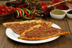 Pane con carne - pizza turca immagine stock libera da diritti