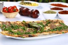 Pane con carne - pizza turca immagine stock