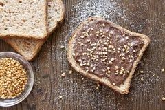 Pane con cioccolato e le nocciole Fotografia Stock