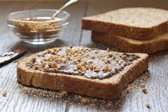 Pane con cioccolato e le nocciole, prima colazione Fotografia Stock Libera da Diritti