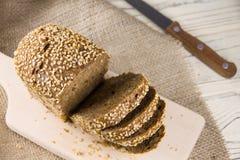 Pane con i semi di sesamo Immagini Stock Libere da Diritti