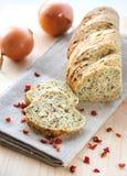 Pane con la cipolla, la paprica e l'aneto Fotografia Stock Libera da Diritti