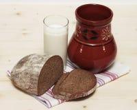 Pane con latte Fotografia Stock Libera da Diritti