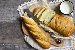 Pane con latte Immagine Stock