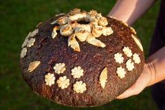 Pane con le mani Fotografia Stock