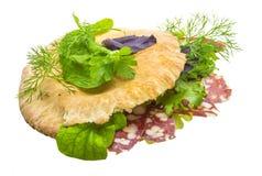 Pane con le salsiccie e l'insalata Fotografia Stock