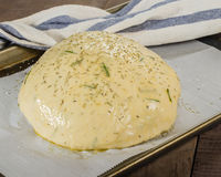 Pane dei rosmarini dell'artigiano con il lavaggio dell'uovo Fotografie Stock Libere da Diritti