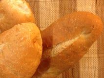 Pane del forno delle baguette su una Tabella di legno Fotografia Stock Libera da Diritti