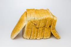 Pane del grano intero su priorità bassa bianca Fotografie Stock Libere da Diritti