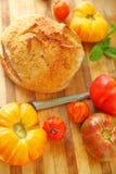 Pane dell'artigiano con i pomodori di cimelio Fotografia Stock