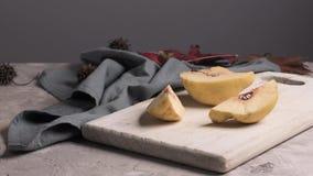Pane della pagnotta del malto con formaggio cremoso archivi video