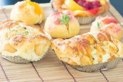 Pane della salsiccia con maionese fotografia stock libera da diritti