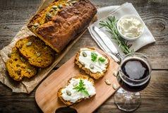 Pane della zucca con formaggio cremoso Fotografie Stock Libere da Diritti