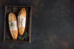 Pane delle baguette con i rosmarini fotografia stock libera da diritti