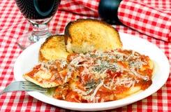 Pane di aglio e dei ravioli Immagine Stock