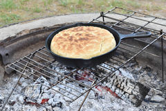 Pane di bannock di cottura Fotografia Stock