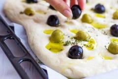 Pane di focaccia con le olive & il timo Fotografie Stock Libere da Diritti