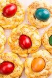 Pane di Pasqua con le uova Fotografie Stock Libere da Diritti