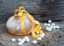 Pane di Pasqua ed uova di Pasqua, festival di Pasqua, decorazione sui giorni di Pasqua Immagine Stock Libera da Diritti