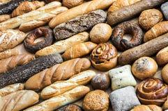 Pane di recente al forno e prodotti della panificazione Immagini Stock