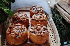 Pane di recente al forno sulla tavola di legno Immagini Stock