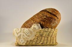 Pane di segale e tovaglia spagnola decorativa Immagine Stock Libera da Diritti